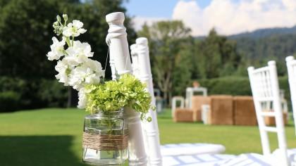 Lugares donde celebrar bodas al aire libre originales. Espacios singulares para bodas civiles con mucho encanto.