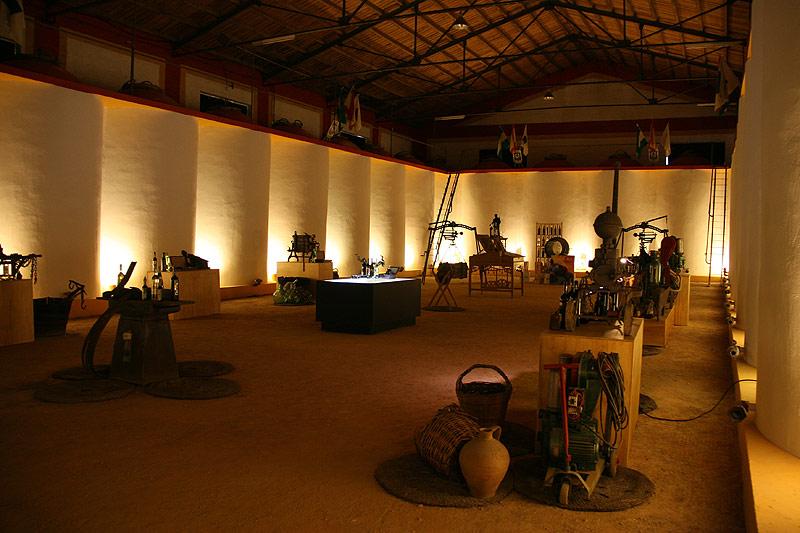 Salon de maquinas antiguas para elaborar vino, espacios singulares para celebrar eventos