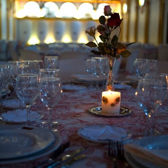 Salones para bodas en Bodegas Andrade, Huelva. Descubre un lugar único rodeados de barricas de vino y viñedos.